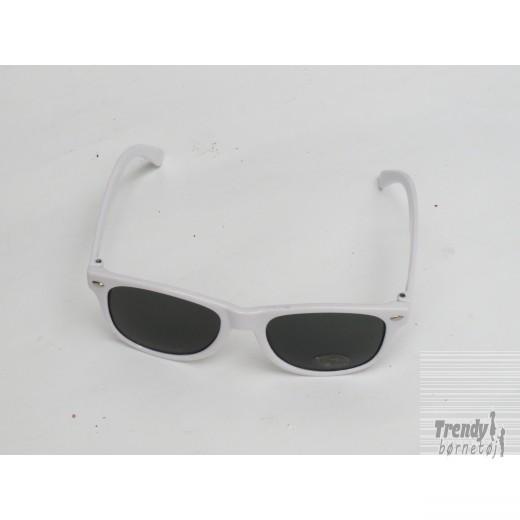 Solbrillerijuniormodelihvidmedsorteglas-3