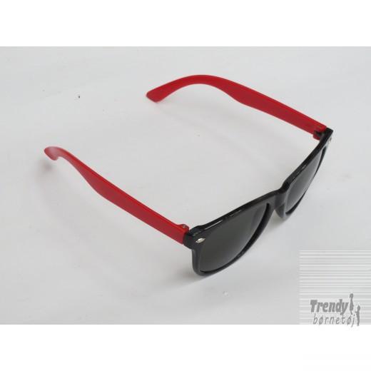 Solbrillerijuniormodelisortogrdsorteglas-3