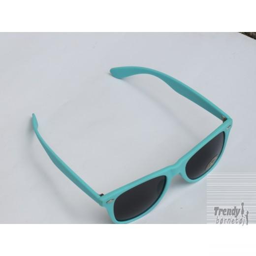 Solbrilleriturkismedsorteglas-3
