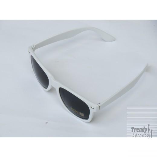Solbrillerihvidmedsorteglas-3