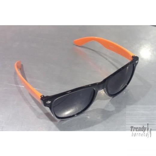 solbrillerisortmedorangestel-3
